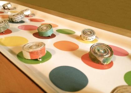 spille di carta da giornale colorata