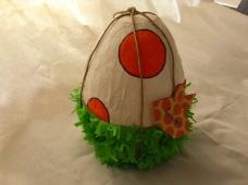 ...questa è un uovo pignatta molto speciale, per il mio piccolo paleontologo!